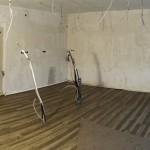 Erster Meilenstein erreicht: Leitungen und neuer Boden sind verlegt, die Decke wurde erneuert und die ersten Lichter installiert.
