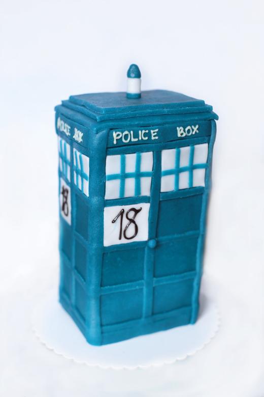 Police-Box-Torte