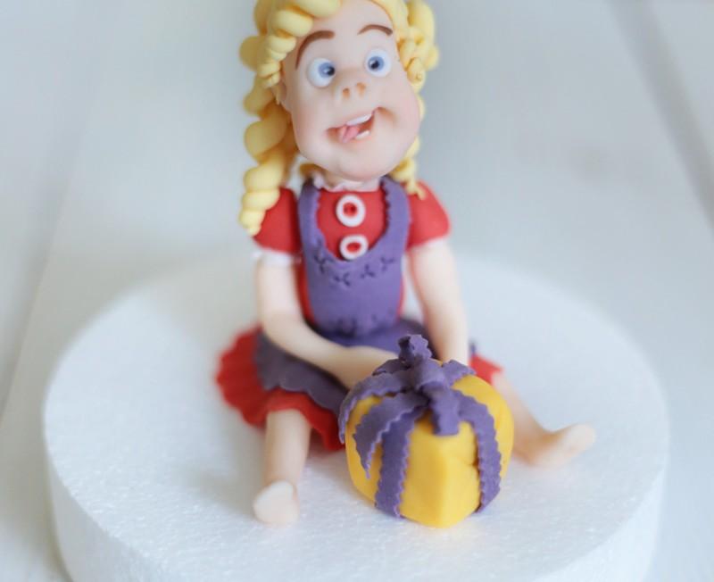 Figur_modelliert_Torte